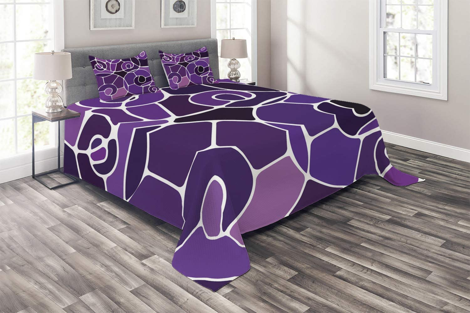 Ambesonne Modern Coverlet, Spiral Shapes of Bold Blocks in Different Purple Shades Graphic Abstract Arrangement, 3 Piece Decorative Quilted Bedspread Set with 2 Pillow Shams, Queen Size, Purple