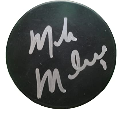 Dallas Stars Mike Modano Autographed Hand Signed Ice Hockey Puck with Proof  Photo of Michael Signing 8bf37bd5165