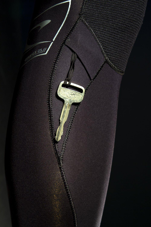 O'Neill  Men's Epic 4/3mm Back Zip Full Wetsuit, Black/BrightBlue,Medium by O'Neill (Image #7)