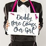 Amazon.com: Daddy aquí viene Nuestra niña. signos de boda ...