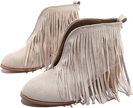 Primeros planos de las botas de piel tradicionales marrones