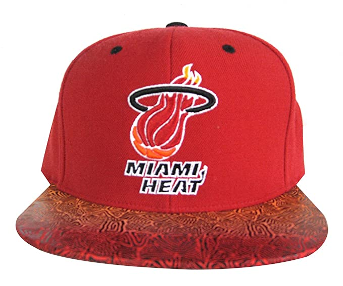 58fd160ba Amazon.com : Mitchell & Ness Men's Miami Heat Snapback Hat, Red ...