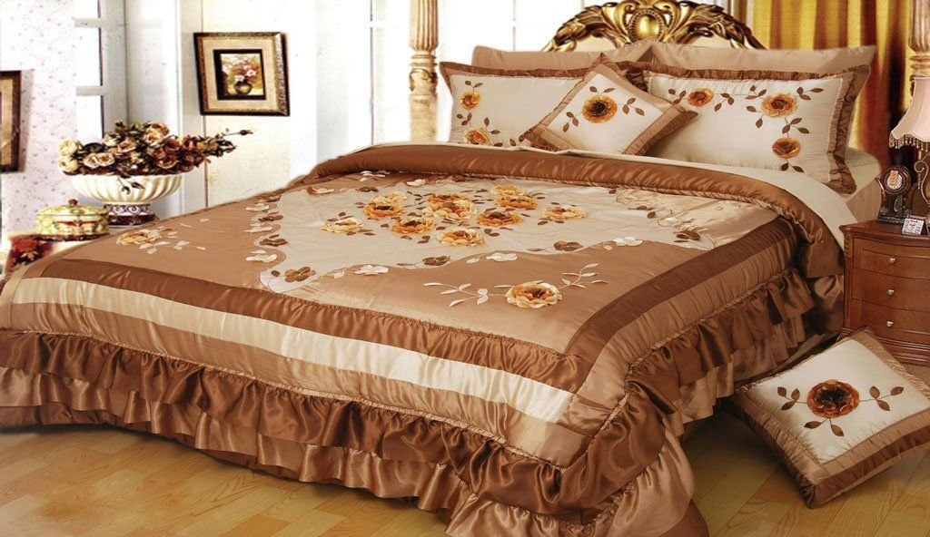 DaDa Bedding Caramel Sunflowers Quilt Bedspread Set, Floral Decorative Gold and Crème, King, 5-Pieces