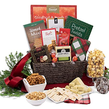 amazon com classic christmas basket gift gourmet snacks and hors doeuvres gifts grocery gourmet food classic christmas basket gift