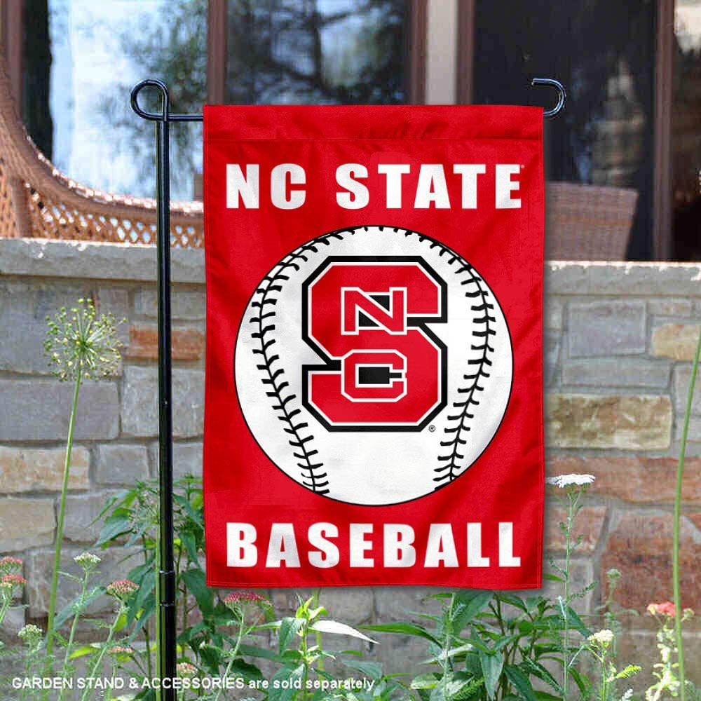 ノースカロライナ州立大学ウルフパック野球ガーデン旗とヤードバナー