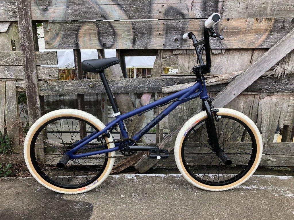 【本格派BMX FLATLAND 20インチ】 【ATRO-STYLE】TNB / TRICKSTER MATT BLUE / WHITE-TIRE B072Q8Z9WM