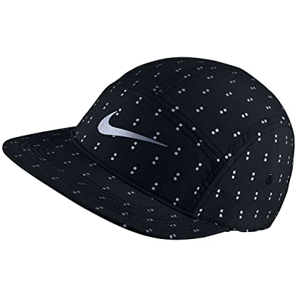544cf7f4 Amazon.com : Nike Unisex AW84 Run Flash Dot Adjustable Running Hat, Black/Reflective  Silver : Sports & Outdoors