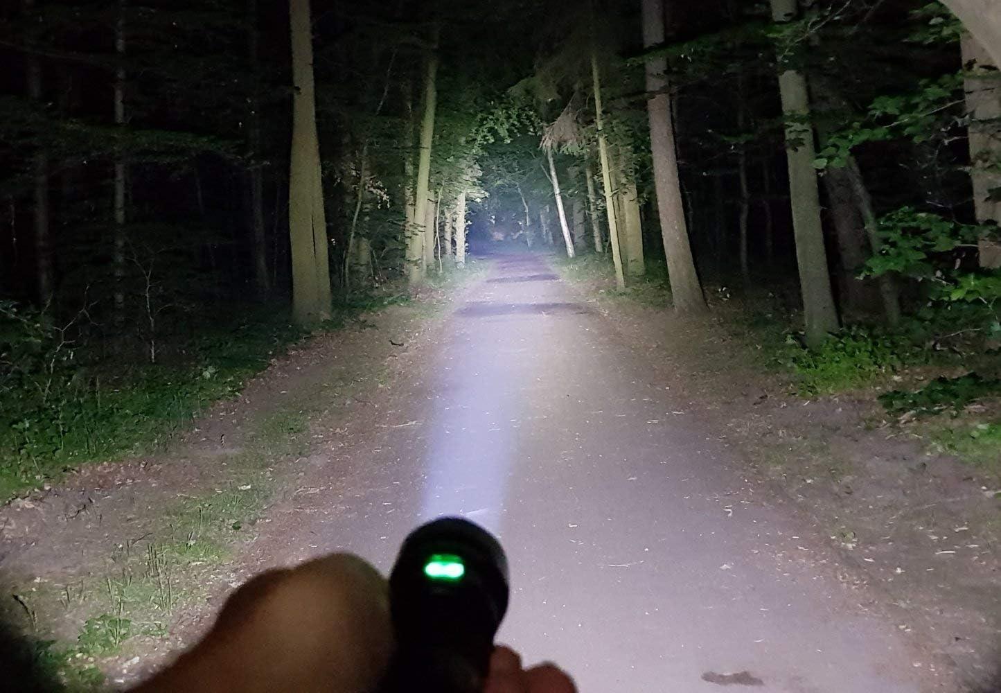 Sofirn C8G lampe de poche lanceur,Lampe de poche /à DEL extr/êmement brillante 2000 lumens avec 21700 piles CREE XHP35 HI LED pour le camping ext/érieur