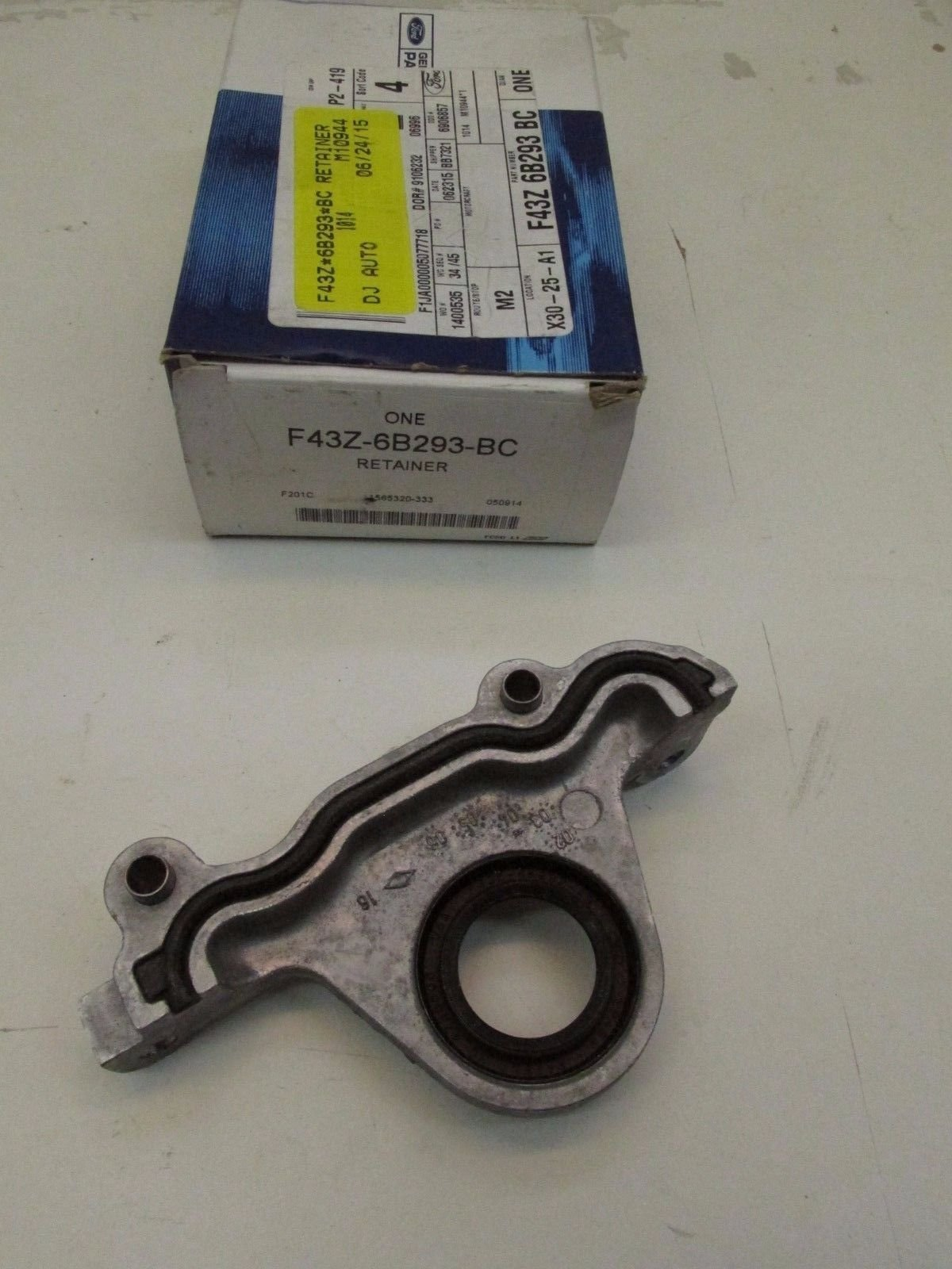 Ford F43Z-6B293-BC - RETAINER