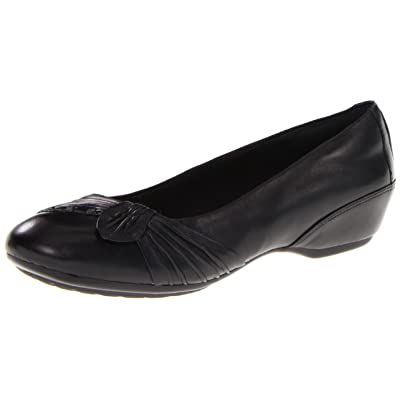 Aravon Women's Yolanda Slip-On Flat