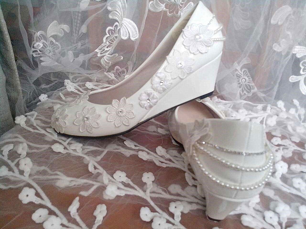JINGXINSTORE 3 cm cm cm Keil Flache Schuhe weiße Perle Kette Spitze Hochzeitsschuhe Braut Größe 5.5-8.5 22aeb9