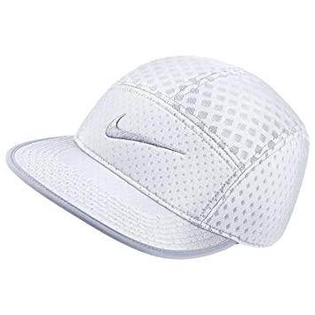 5f840ae98 Nike Unisex Seasonal AW84 Veneer Cap, White, Adjustable: Amazon.ca ...