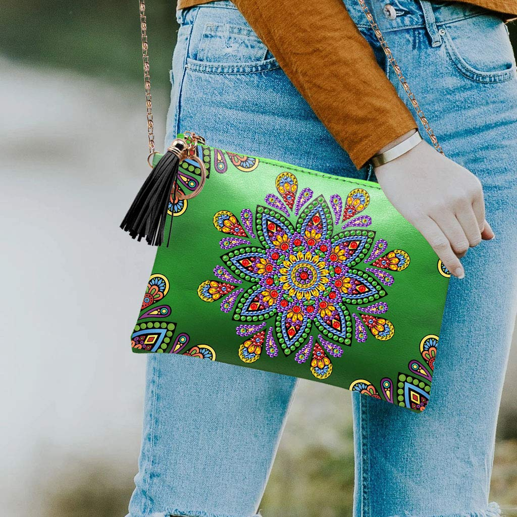 Borsa a tracolla in pelle con strass 1 Museourstyty