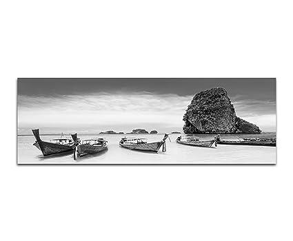 Photo Sur Toile Panoramique En Noir Et Blanc Motif Plage Thaïlandaise Avec Des Rochers La Mer Et Des Bateaux 150 X 50 Cm