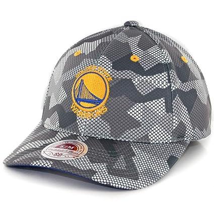 8b34c91b34e84 Amazon.com   Golden State Warriors Mitchell   Ness Carbon Camo Flex ...