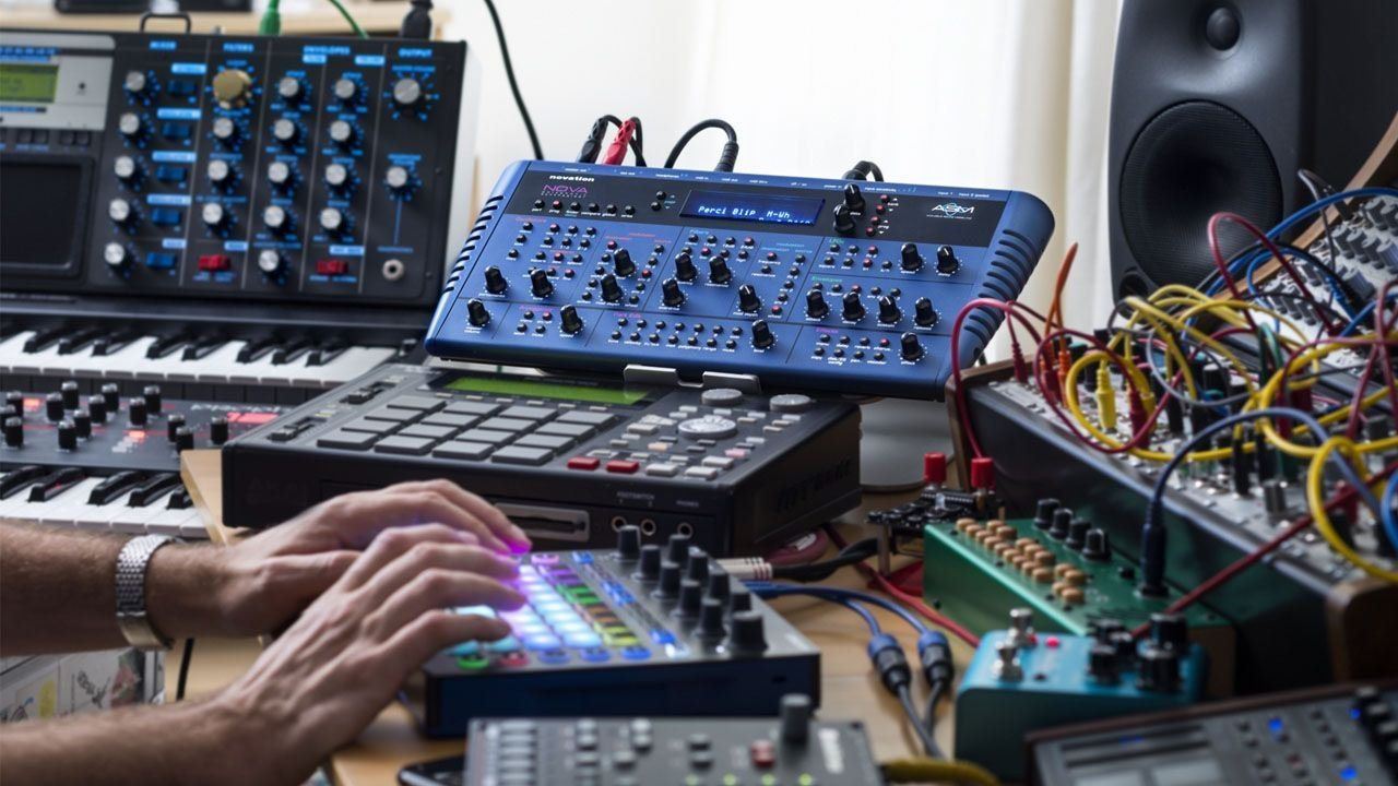 Novation Circuit Groove Box + Sample Import w/ 1/8'' MIDI Cable & Ableton by Novation (Image #4)