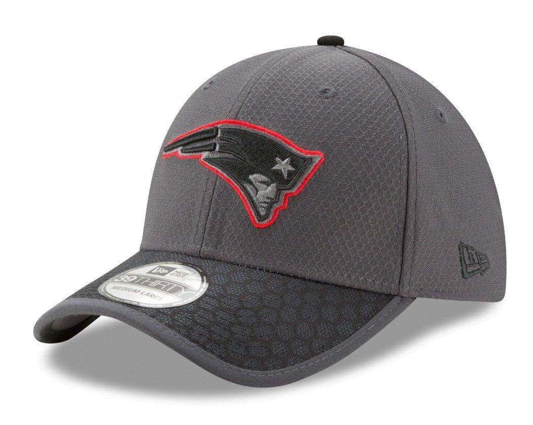 3c551bc1e73 New England Patriots New Era NFL 39THIRTY 2017 Sideline Graphite Flex Fit  Hat  Amazon.co.uk  Sports   Outdoors