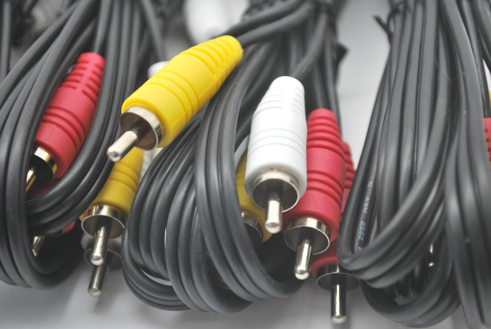 LOT OF 10 NEW 6 Ft RCA AUDIO/VIDEO COMPOSITE CABLES DVD/VCR/SAT YELLOW RED & WHITE CONNECTORS by DIRECTV (Image #2)