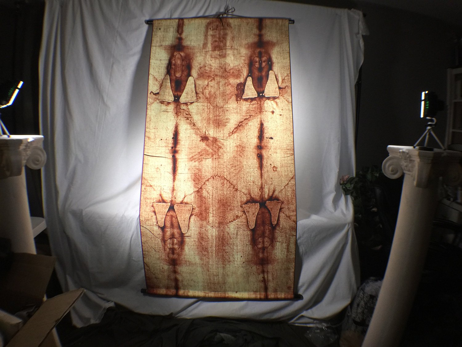 Shroud of Turin Full Size Body Sepia on Linen Cloth 6 X 3 Feet with Free Book by Reel Art
