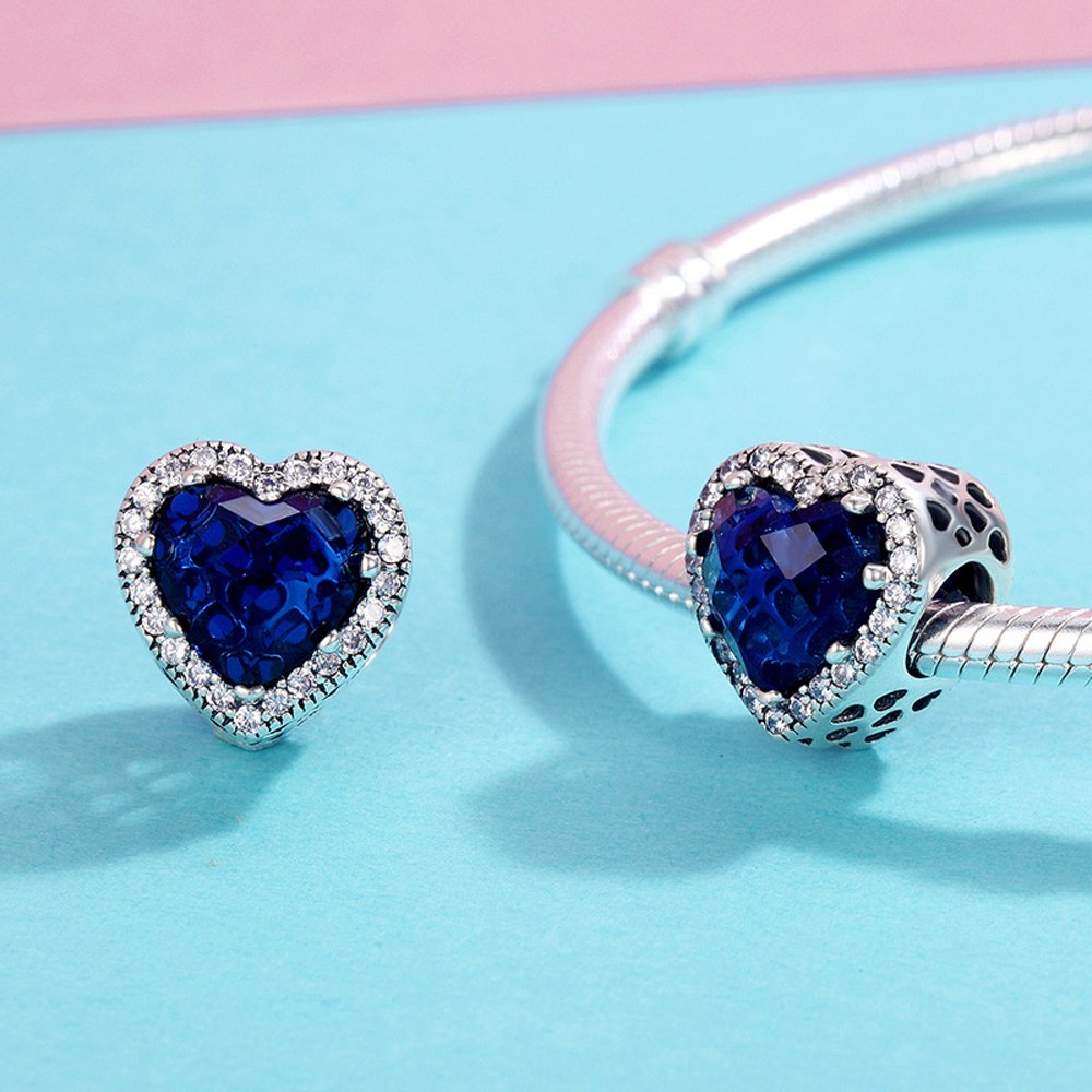 The Kiss Radiant Hearts Blue Enamel /& Clear 925 Sterling Silver Stud Earrings