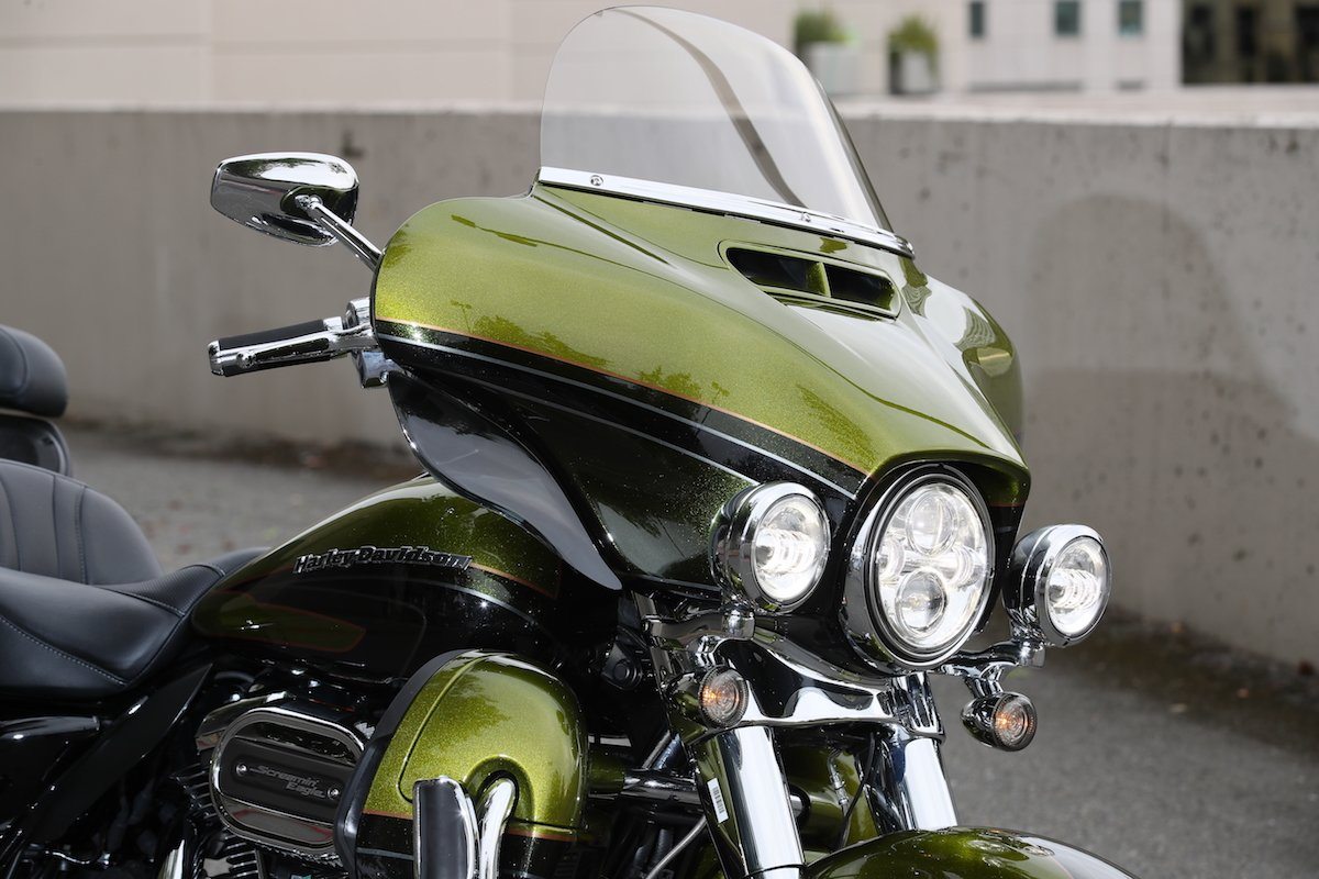 Harley Davidson 10'' clear windshield for 1996-2013 Street Glide/Electra Glide/Ultra Classic/Tri-Glide, made of superior quality Makrolan polycarbonate with AR2 abrasion resistant coating