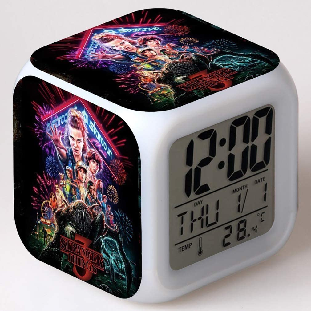 Despertador digital SXWY Stranger Things Season, luces de colores, reloj despertador, reloj cuadrado disponible, carga USB adecuada para niños y niñas, regalos especiales (05)