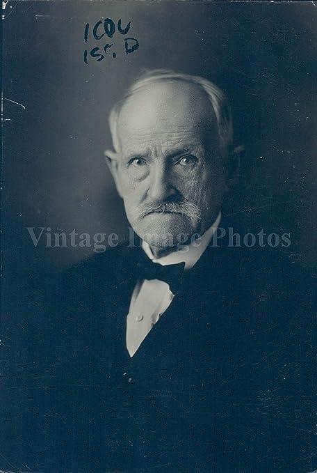 Traje de corbata vintage con foto del Dr. W Edward Erwin Sc ...
