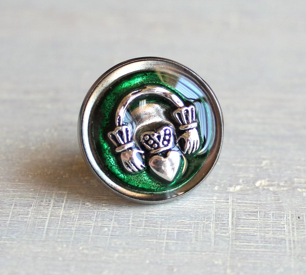 Forest green Claddagh tie tack / lapel pin.