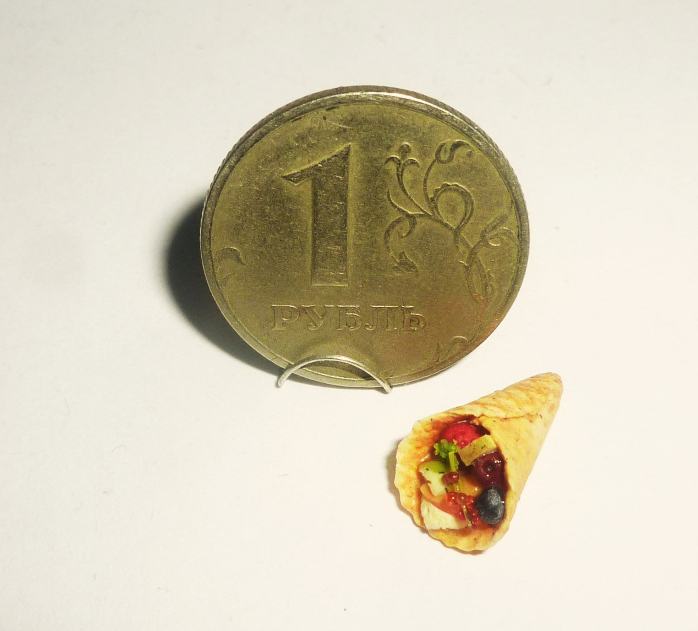 Waffles with fruit dessert Dollhouse miniature 1:12