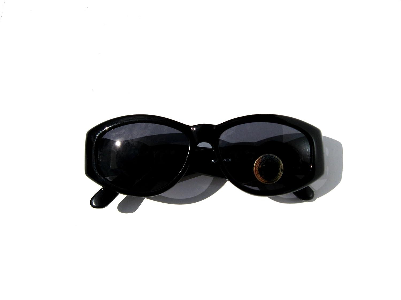 5e075ae3cf81 Amazon.com: Black and Gold Medusa Lionhead Vintage Retro 90's Hip Hop Rap  Oval Wayfarer Sunglasses / Mens and Womens (similar-looking to versace 413  as seen ...