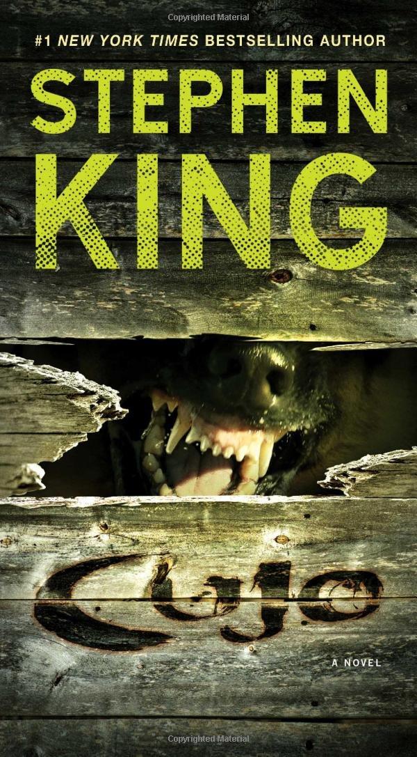 "Livre ""Cujo"" par Stephen King."