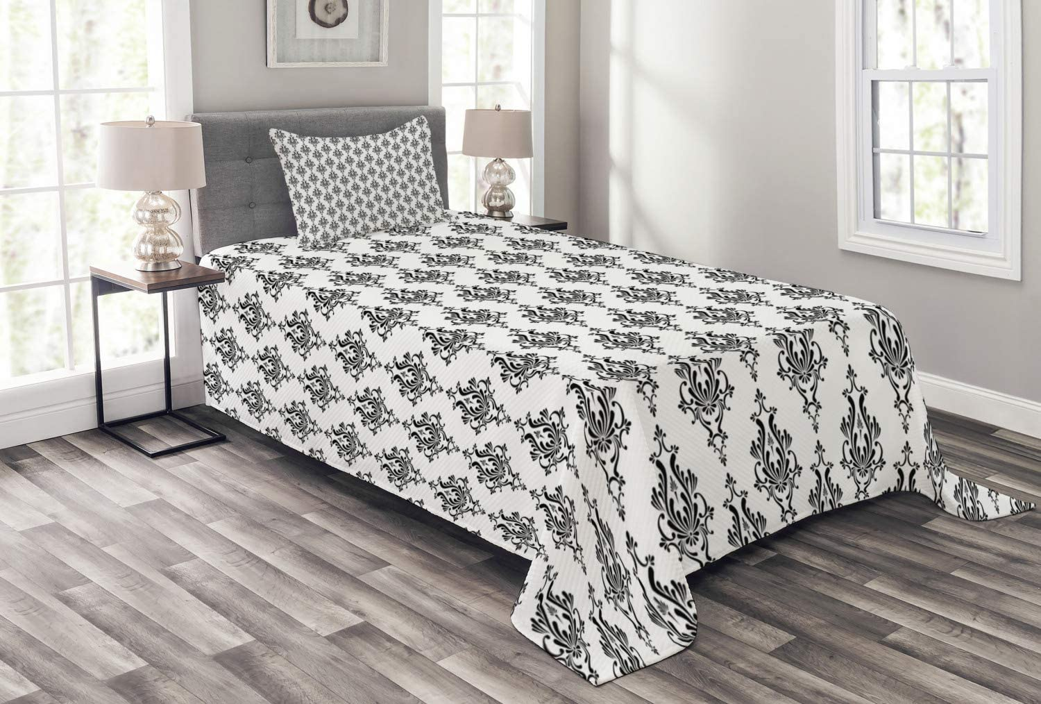 Ambesonne Damask Bedspread, Baroque Style Victorian Renaissance Pattern with Effects Vintage Design, Decorative Quilted 2 Piece Coverlet Set with Pillow Sham, Twin Size, Black White