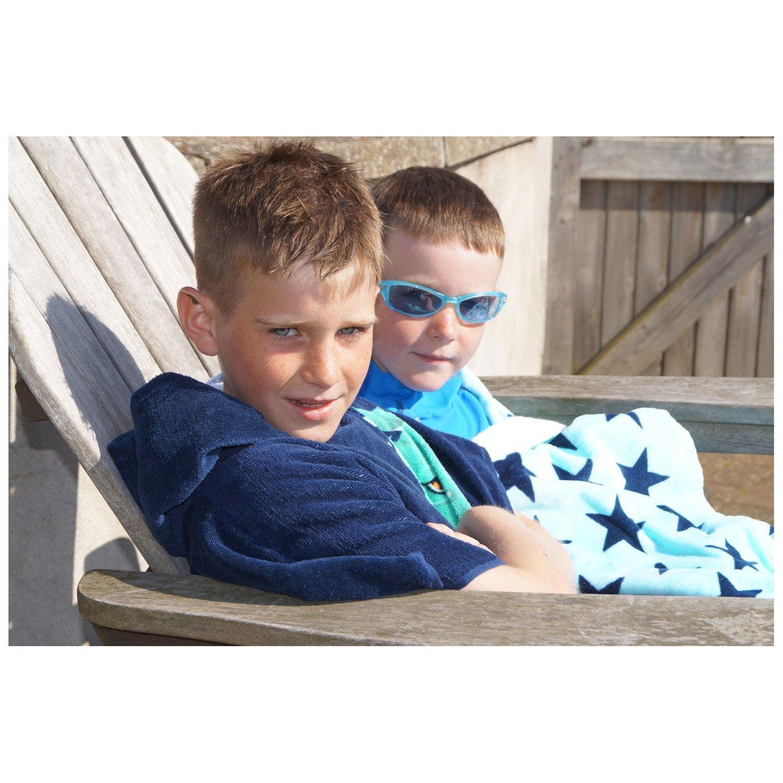 Boys /& Girls 4-56 Bathrobe for Swimming Classic Swim Poncho w Stylish Devilfish Design TEAM MAGNUS Hooded Beach Towel for Kids in Quality 360gsm Cotton Surfing Travel