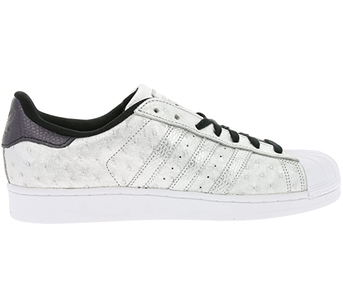 Coole Adidas Superstar Sneakers mit silbernen Highlights
