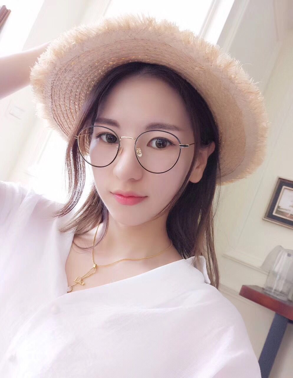 5628cae2be Amazon.com  Generic Eyeglass frame retro wave of women girls lady Korean  fashion pearl makeup metal round frame glasses frame plain mirror radiation  ...