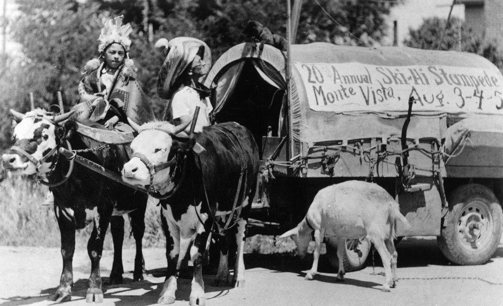 Monte Vista、コロラド – 20th Annual ski-hi Stampede、Natives with Covered Wagon写真 24 x 36 Giclee Print LANT-31978-24x36 B017ZKMRIK  24 x 36 Giclee Print