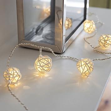 Lights4fun Guirlande Lumineuse LED à Piles avec 16 Boules Blanc Chaud en  Rotin Tressé 4c2c4a2d7b72