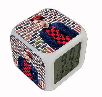 Amazon.com: fanstown Exo Miembros de la reloj 7 Color LED ...
