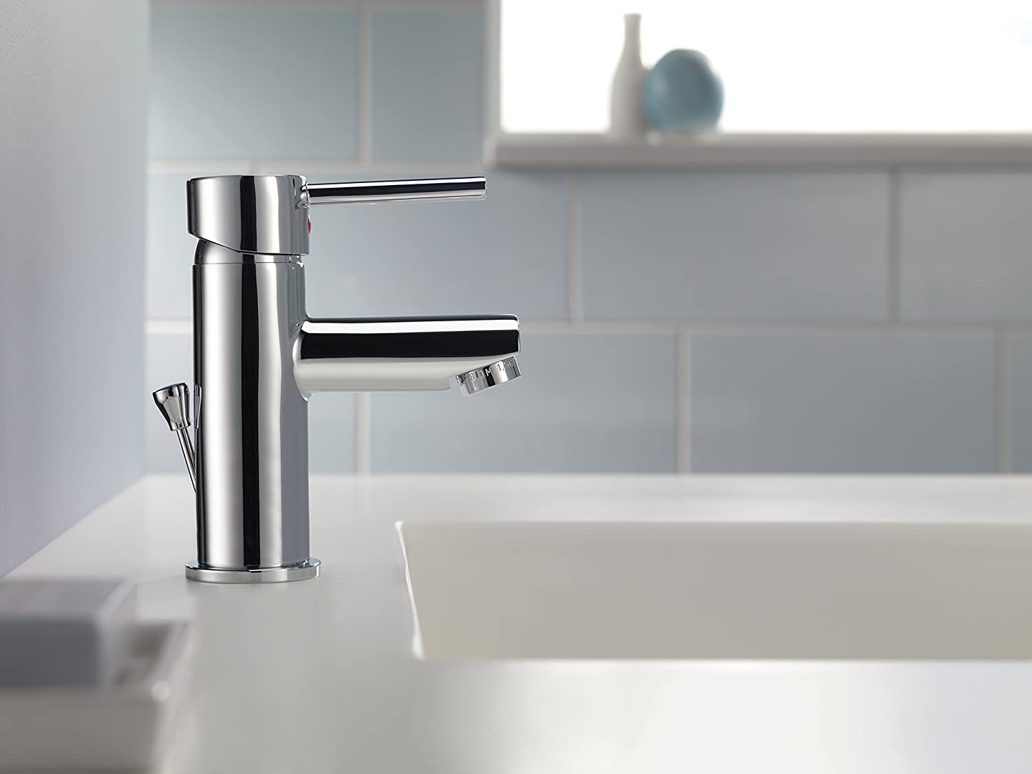 Delta 559LF-PP Modern Single-Handle Bathroom Faucet with Drain ...