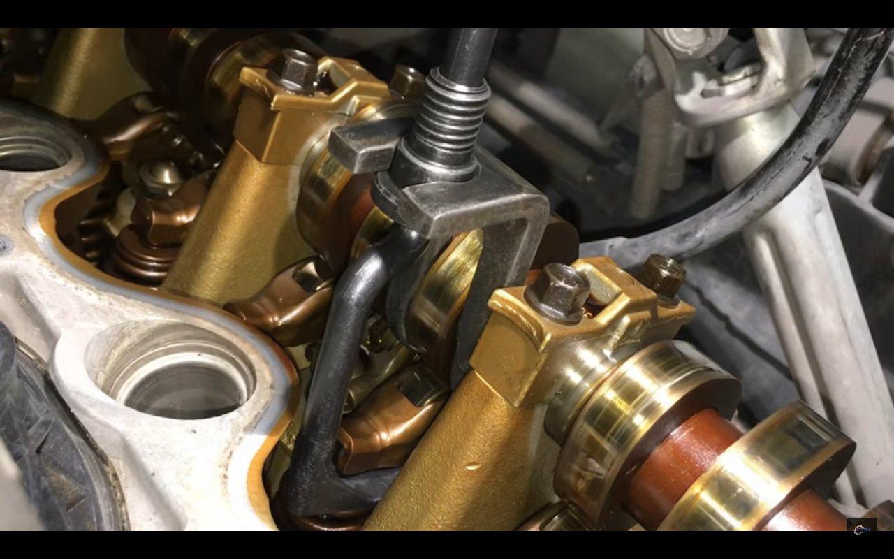 Bullitt Autosport Valve Spring Compressor Tool 303-1039 for Ford 4.6L 5.4L and 6.8L 3V Engines