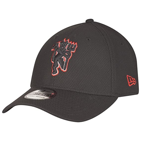 d7771fd5047 New Era 39Thirty Diamond Era Cap - Manchester United Black - XS S   Amazon.co.uk  Clothing