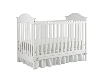 Amazon Com Fisher Price Charlotte Traditional Crib Snow White Baby