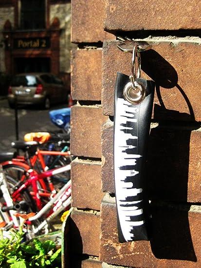 44spaces Schlüsselanhänger Berlin Upycling Fahrradschlauch Geschenk Idee Männer Recycling Material Vegan Küche Haushalt
