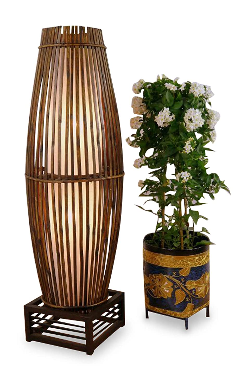 Lámpara de pie de bambú y ratán en marco de madera ...