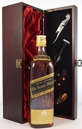 Johnnie Walker Black Label Extra Special Old Scotch Whisky (1970s bottling) en una caja de regalo forrada de seda con cuatro accesorios de vino, 1 x 700ml: Amazon.es: Alimentación y bebidas