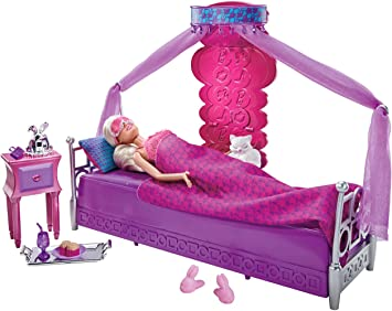 Barbie T8015 Barbie Deluxe Mobili Comoda Camera Da Letto Con Accessori E Bambola Amazon It Giochi E Giocattoli