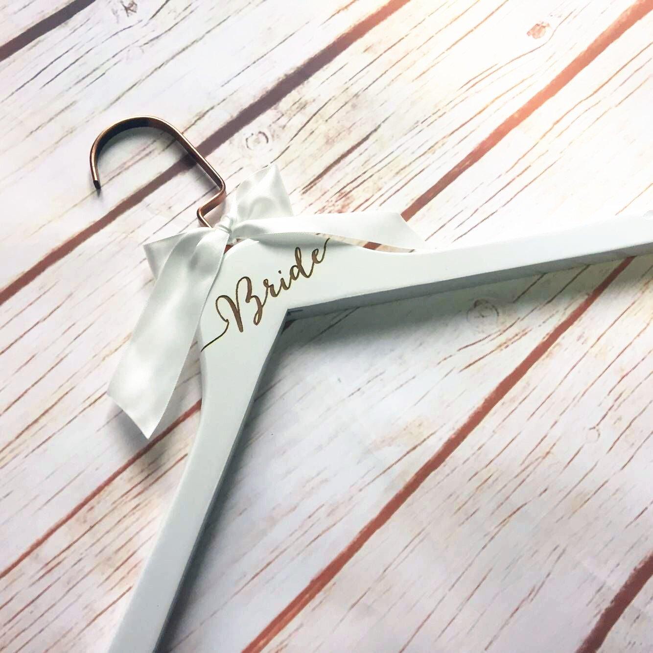 Bridal Aufhänger weiß Kleiderbügel mit Weiß Schleife Gravur ...