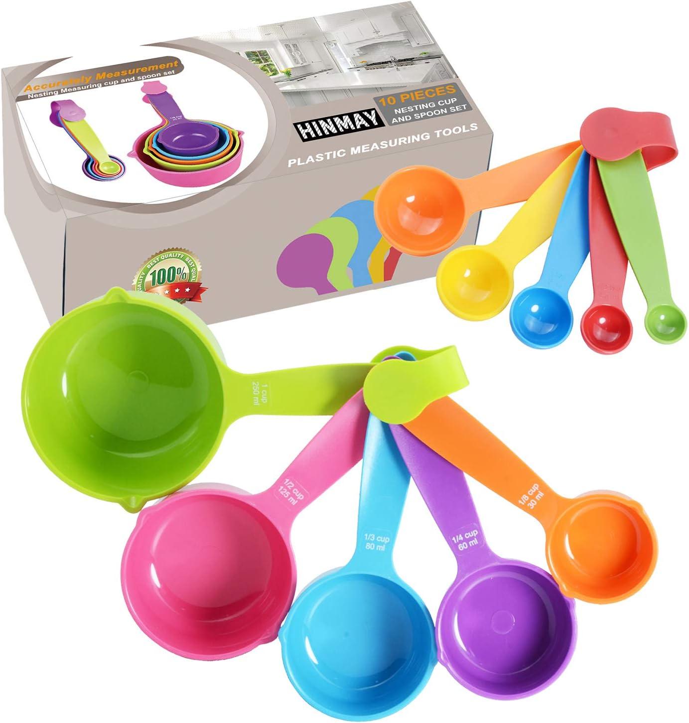 HINMAY Juego de tazas y cucharas medidoras con mango de plástico, herramientas de medición para líquidos, ingredientes secos y alimentación de animales Color plástico al azar.
