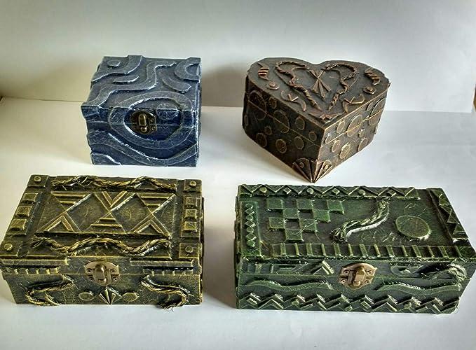 Cajas de madera decoradas con materiales reciclados hecho a mano