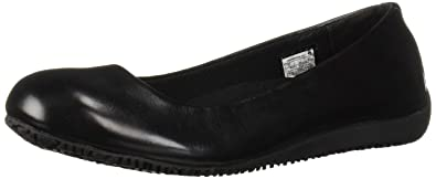 fb33efdf4505 Amazon.com  Fila Women s Kimber Slip Resistant Work Flats Hiking ...